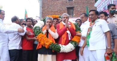 झुग्गी वालों के अधिकारों की लड़ाई लड़ने के लियें भाजपा  जनता के बीच है—-दुष्यंत कुमार गौतम